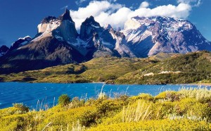 Mae tir o lynnoedd a mynyddoedd: Patagonia, lle mae'r iaith Gymraeg yn ffynnu.