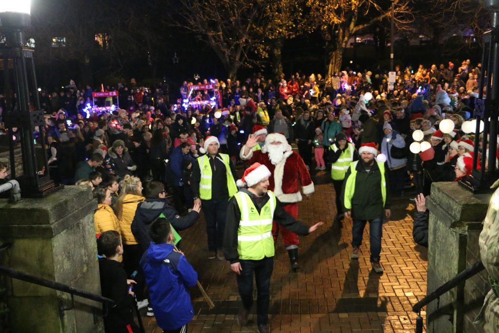 Milford Haven: Huge crowd for Christmas lights switch on – The
