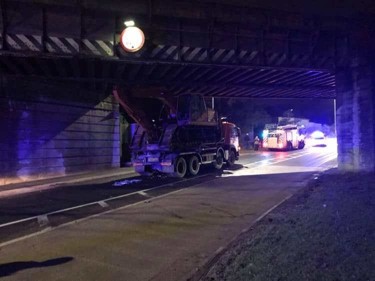 Merlins Bridge: Lorry transporting excavator freed from bridge – The Pembrokeshire Herald