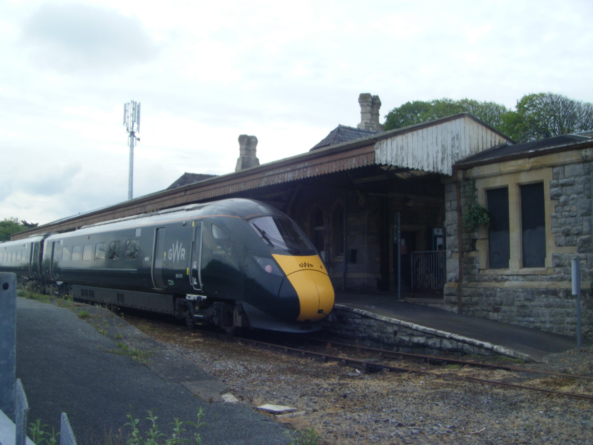 Pembroke Dock New Inter City Express Train Rolls Into Town