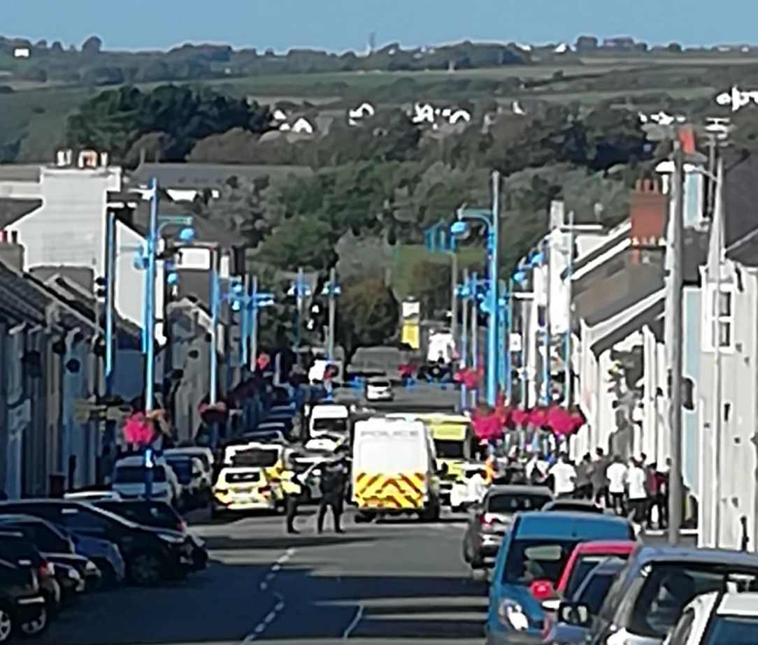Pembroke Dock: Man hospitalised after 'jumping through pizza shop window' – The Pembrokeshire Herald