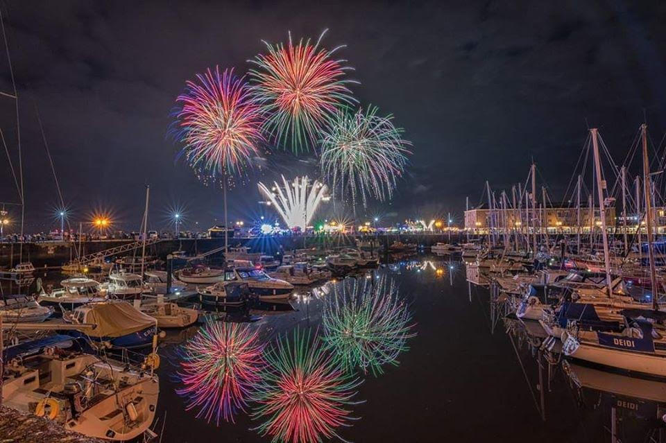 Milford Haven treated to fantastic fireworks – The Pembrokeshire Herald
